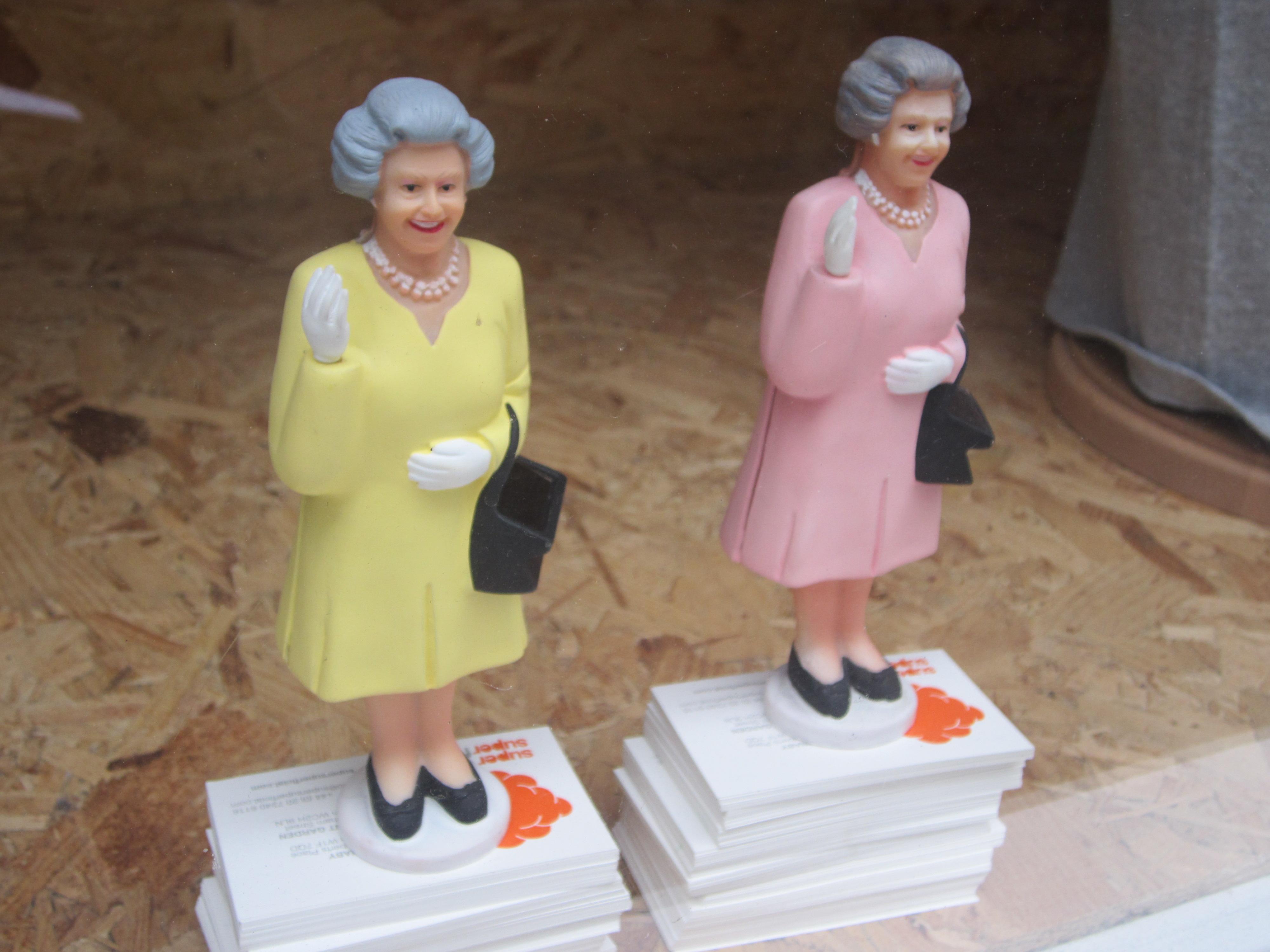 The Queen-dekor. London