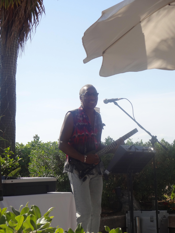 Underholdning serveres til lusjen ved Marbella Beach Club Foto: Reiselykke